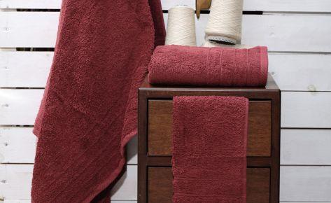 Πετσέτα μπορντό με κεντημένο όνομα
