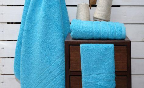 Πετσέτα τυρκουάζ με κεντημένο όνομα