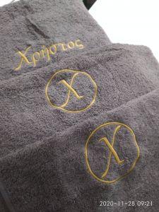 πετσέτα με μονόγραμμα σε πετσέτα